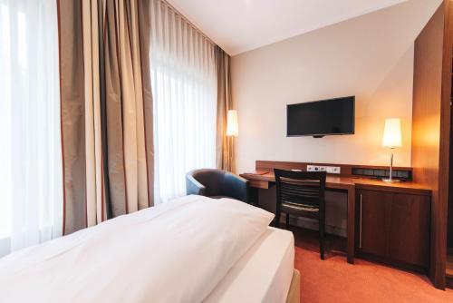 A bed or beds in a room at Ringhotel KOCKS am Mühlenberg