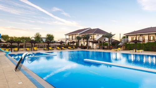 Бассейн в Tizdar Family Resort & SPA или поблизости