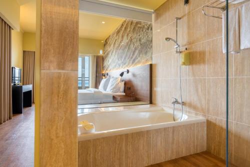 Salle de bains dans l'établissement Calheta Beach - All-inclusive - Savoy Signature