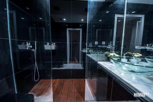 Um banheiro em NOMAD 64