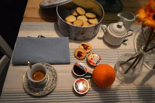 Breakfast options available to guests at Salerno Al Golfo B&B