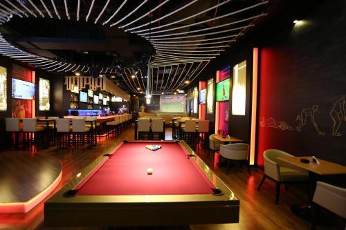 Бильярд в Grand Excelsior Hotel - Bur Dubai