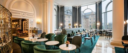 A restaurant or other place to eat at Hilton Brussels Grand Place