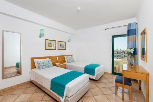 Een bed of bedden in een kamer bij Oceanus Aparthotel