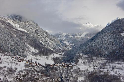 Chalet Aline during the winter