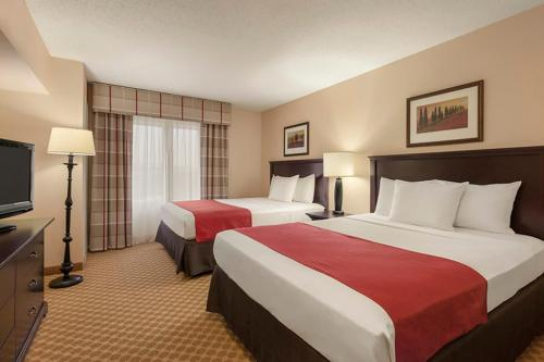 A bed or beds in a room at Country Inn & Suites by Radisson, Princeton, WV