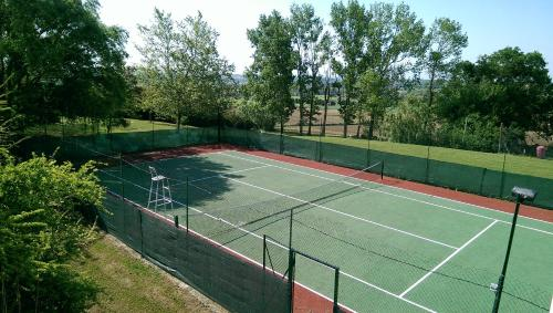Tennis and/or squash facilities at Domaine de Hurlevent or nearby