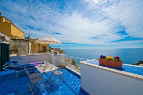 A balcony or terrace at Casa Di Lucia