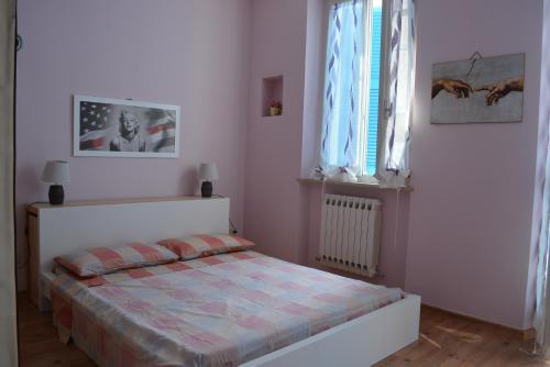 A bed or beds in a room at La Casa di Roberta