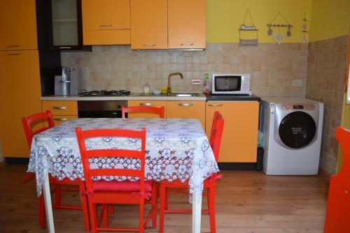 A kitchen or kitchenette at La Casa di Roberta