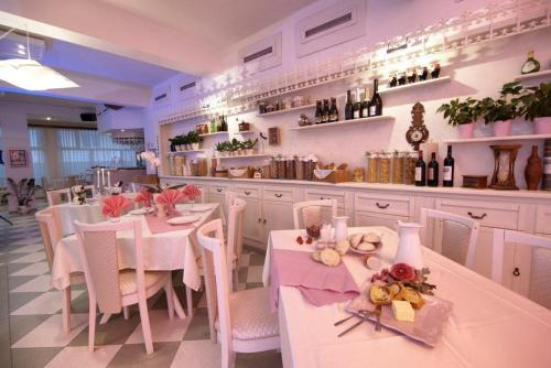 Ресторант или друго място за хранене в Семеен Хотел Мания