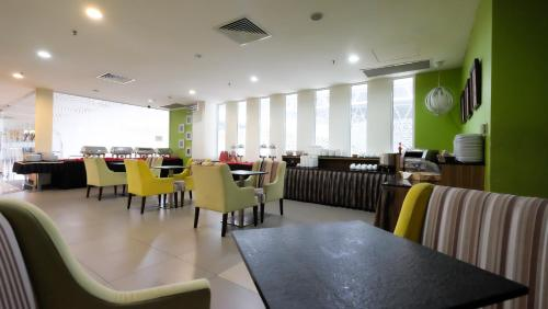 A restaurant or other place to eat at Times Hotel Brunei