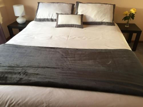 A bed or beds in a room at Penguin Seaside Homestay