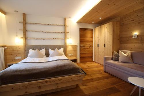 A bed or beds in a room at Appartement Hotel Erlhof Deluxe