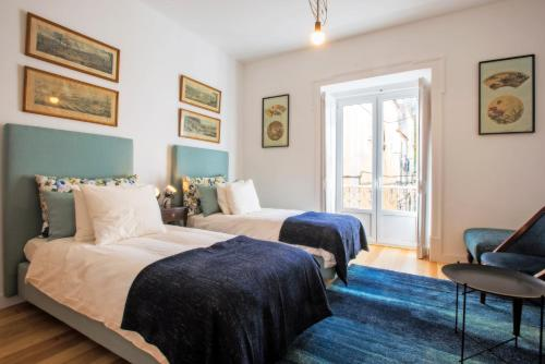 A bed or beds in a room at Portas De São Bento Apartments