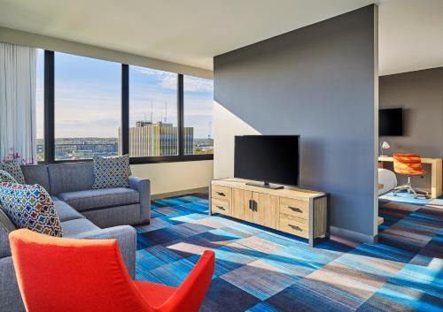 A seating area at Aloft South Bend