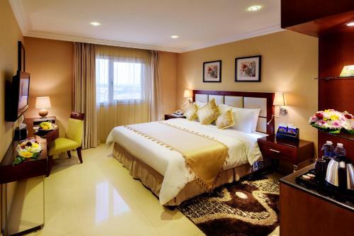 Cama ou camas em um quarto em Coral Jubail Hotel