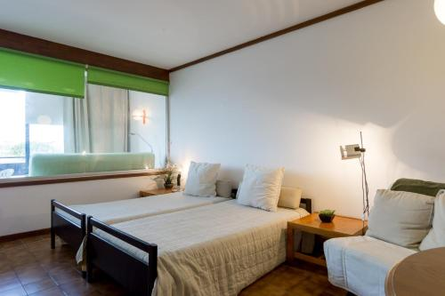 A bed or beds in a room at Akisol Vilamoura Star III