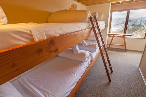 A bunk bed or bunk beds in a room at Nolyski