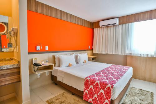 A bed or beds in a room at Comfort Hotel Campos dos Goytacazes