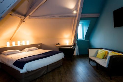 A bed or beds in a room at Hôtel Les Ursulines