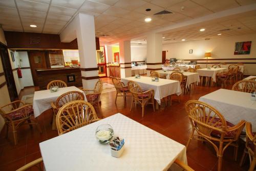 Um restaurante ou outro lugar para comer em Best Western Hotel Dom Bernardo