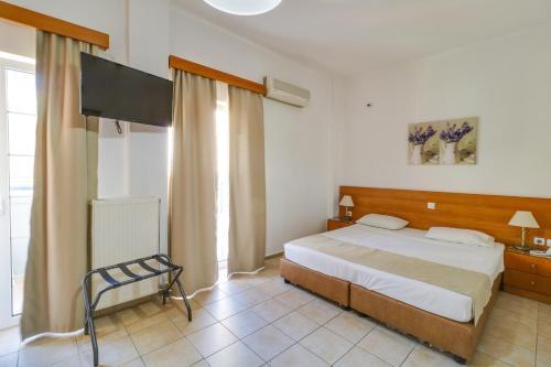 Ένα ή περισσότερα κρεβάτια σε δωμάτιο στο Marirena Hotel