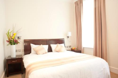 Cama ou camas em um quarto em The Villa Kensington