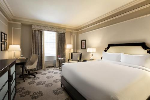 A bed or beds in a room at Fairmont Hotel Vancouver