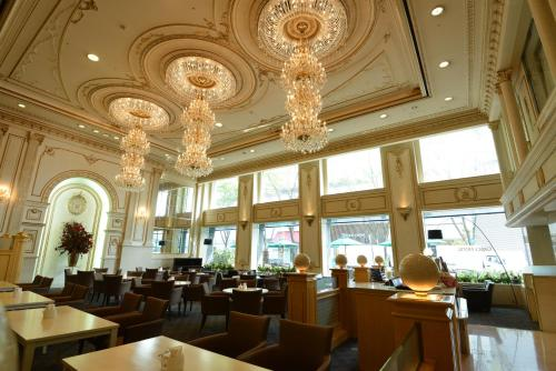 A restaurant or other place to eat at Shin Yokohama Grace Hotel