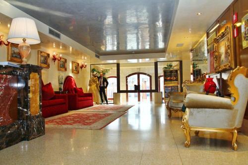 Hall ou réception de l'établissement Pesaro Palace