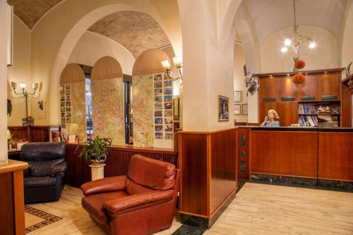 The lobby or reception area at Hotel Assisi