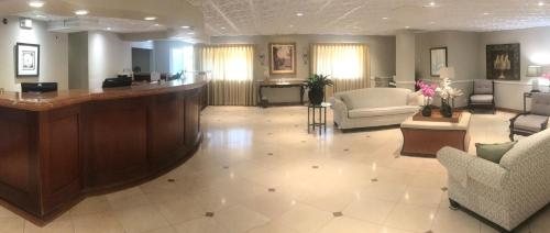 The lobby or reception area at Hollywood Hotel - The Hotel of Hollywood Near Universal Studios