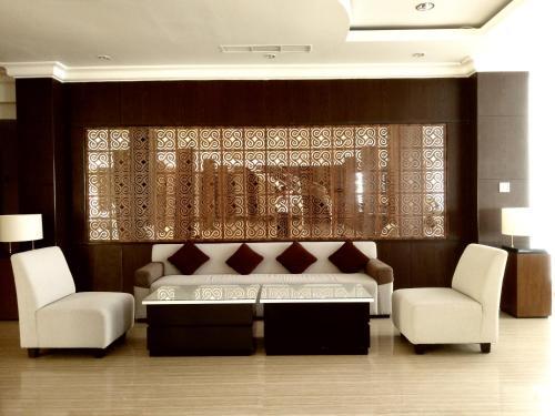 Area lobi atau resepsionis di Hotel Santika Luwuk - Sulawesi Tengah