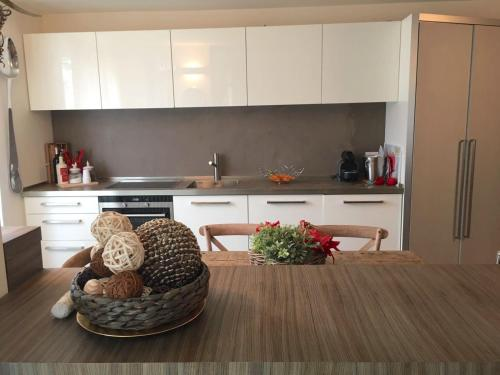 A kitchen or kitchenette at A casa di Romeo