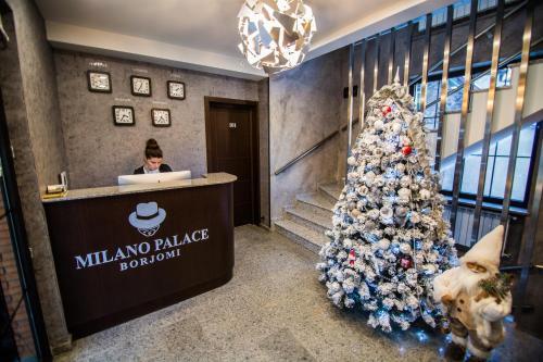 Лобби или стойка регистрации в Milano Palace Borjomi