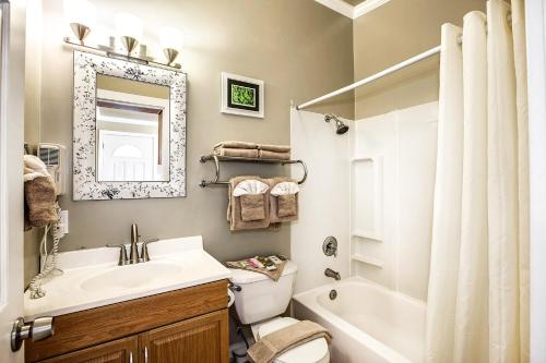 A bathroom at Beachwood Condos & Resort