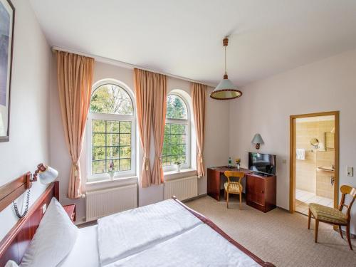 Ein Bett oder Betten in einem Zimmer der Unterkunft Hotel Villa Raueneck