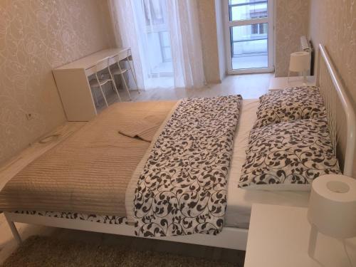 Кровать или кровати в номере Apartment at Konnaya Street