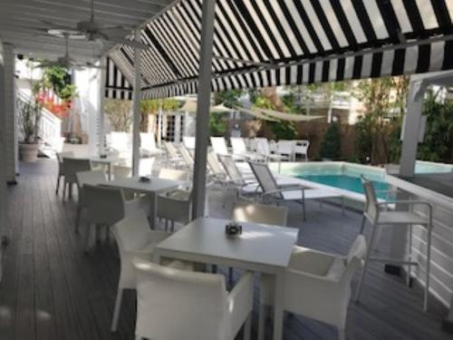 A restaurant or other place to eat at Alexander's Gay Lesbian Guesthouse (Adult Only 21+)