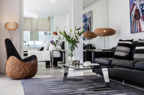 A seating area at BYD Lofts - Boutique Hotel & Serviced Apartments - SHA Plus