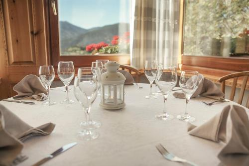 A restaurant or other place to eat at Hotel Babot