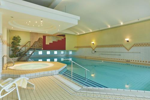 The swimming pool at or near H4 Hotel Hannover Messe