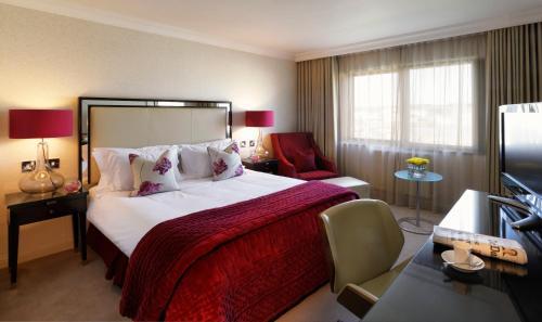 Ein Bett oder Betten in einem Zimmer der Unterkunft The Bristol Hotel