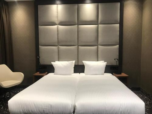 A bed or beds in a room at Hotel Levell