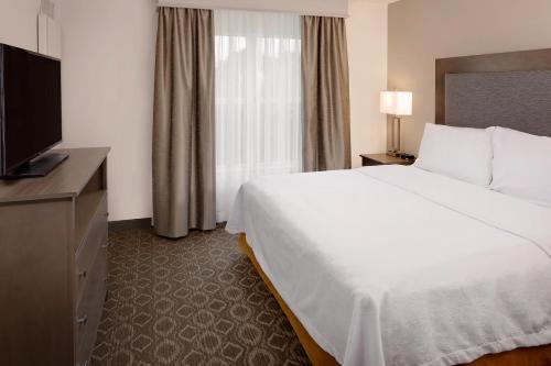 A bed or beds in a room at Homewood Suites by Hilton Orlando North Maitland