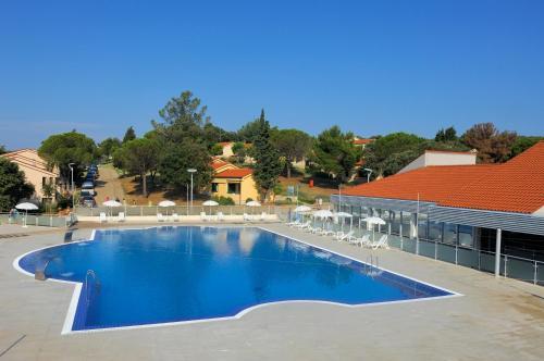 The swimming pool at or close to Apartments Petalon