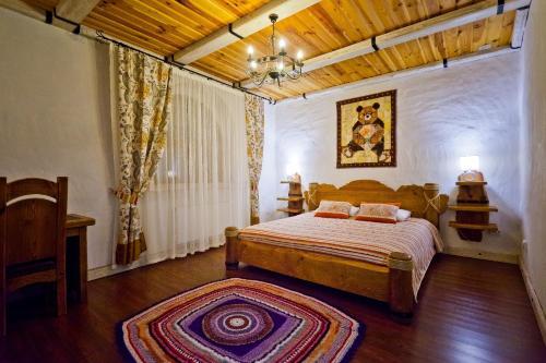 Кровать или кровати в номере Медвежий угол