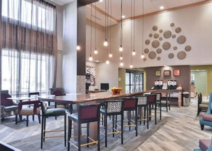 A restaurant or other place to eat at Hampton Inn and Suites Altoona-Des Moines by Hilton