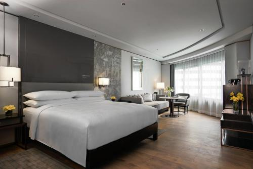 A bed or beds in a room at JW Marriott Hotel Bangkok